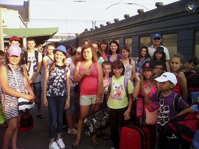 Järnvägstationen - Resan till sommarläger börjar
