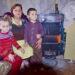 Ge ett barn en varm vinter Du kan säkert föreställa dig hur du skulle känna ifall du inte kunna ge ditt barn ett varmt hem. För de fattiga familjer är det omöjligt att klara situation utan din hjälp. Just nu pågår insamlingen varm vinter. Din hjälp behövs redan idag.