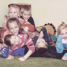 Här kommer en helg hälsning från barnen i Vännernas Hus, Ukraina