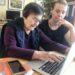Digitalt språng Hej, jag heter Nadija. Jag är 71 år gammal och i min ålder var jag tvungen att lära mig både smart telefon och dator